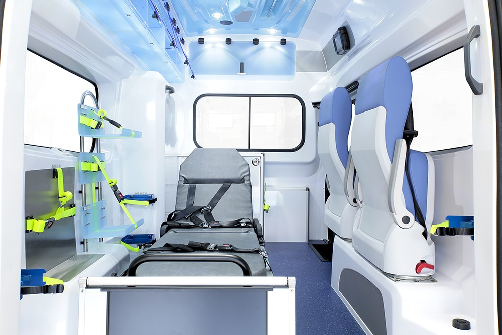 gifa-ambulances_07_renault-trafic-L2_grand-polaris_media2