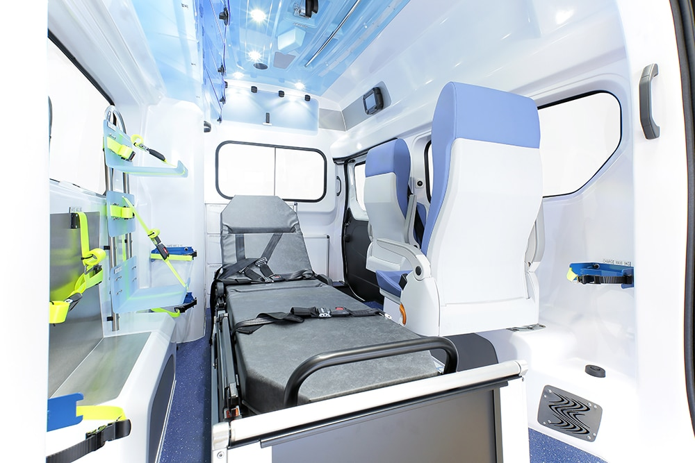 gifa-ambulances_07_renault-trafic-L2_grand-polaris_media3